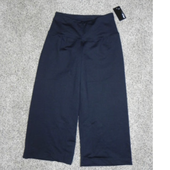 707b5ef11a14 Fila Pants | Athletic Black Xs Loose Fit Capri Nwt | Poshmark